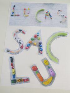 Alphabet avec des jouets