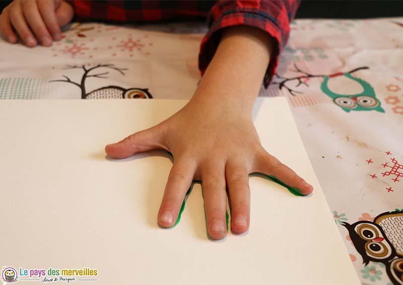 Empreinte de main en peinture