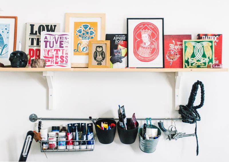 étagère à cadres et rangement pour matériel créatif