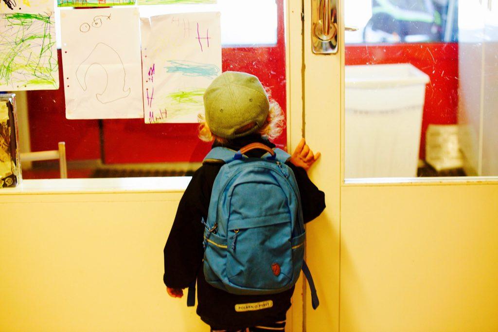 Marquer les vêtements des enfants pour l'école