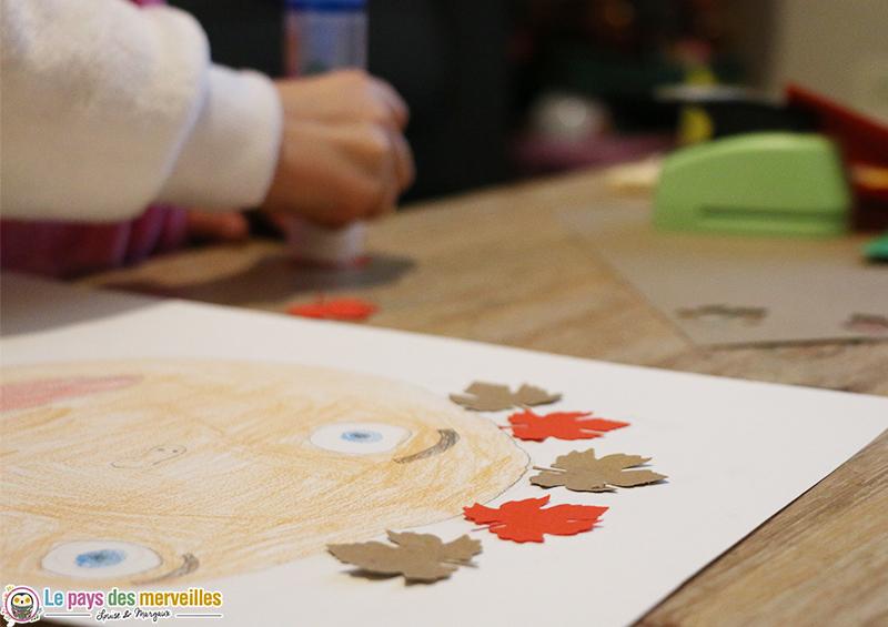 Collage de feuilles d'arbre en papier