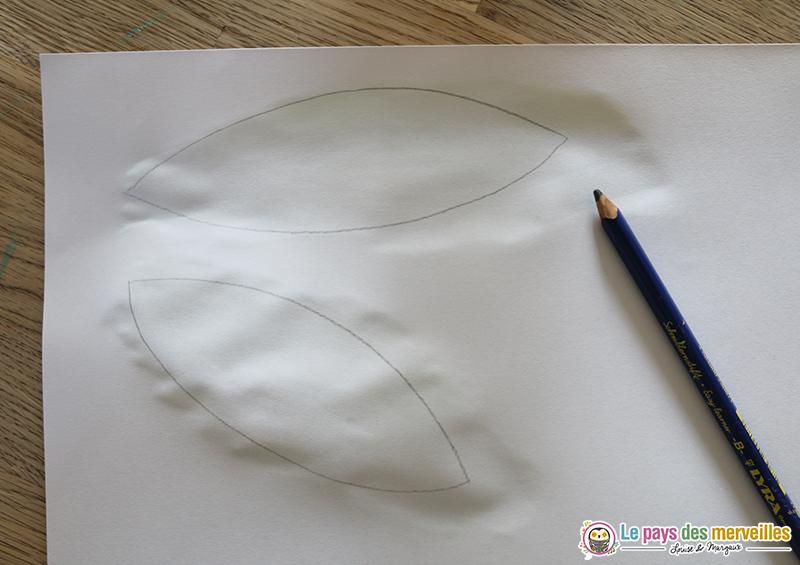 dessiner et découper les feuilles de muguet