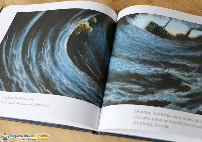 Illustration de doudou au milieu des flots