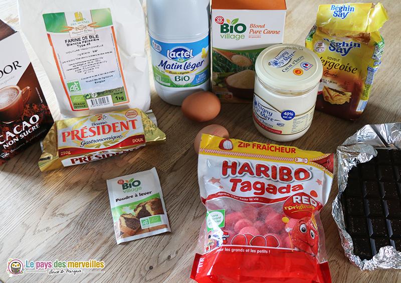 ingrédients pour la recette du gâteauchocolat, meringue et Tagada