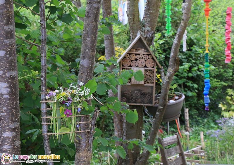 tissage végétal pour les enfants dans le jardin