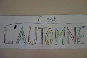 """Décorer le mot """"automne"""" avec des motifs de graphisme"""