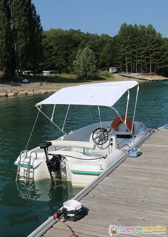 Bateau electrique sur le lac de Serre-Ponçon