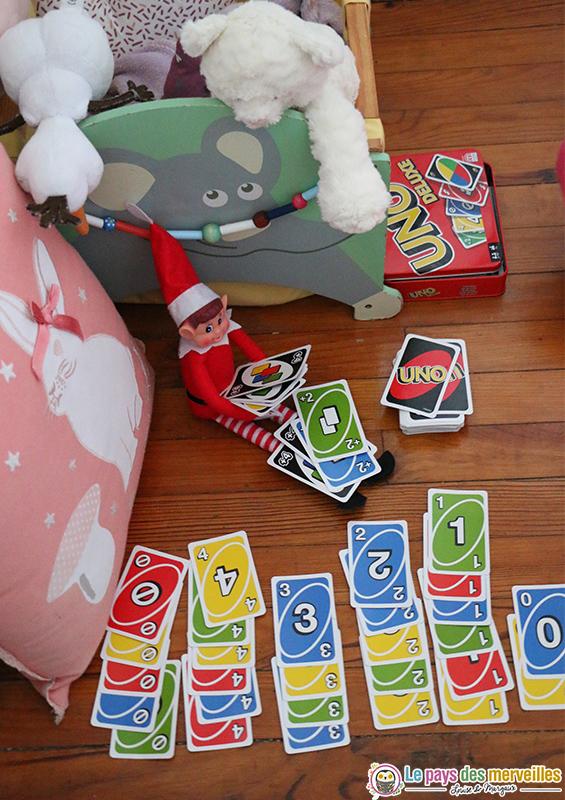 lutin farceur qui joue au Uno