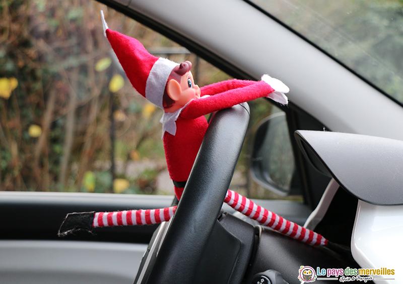 lutin farceur dans la voiture