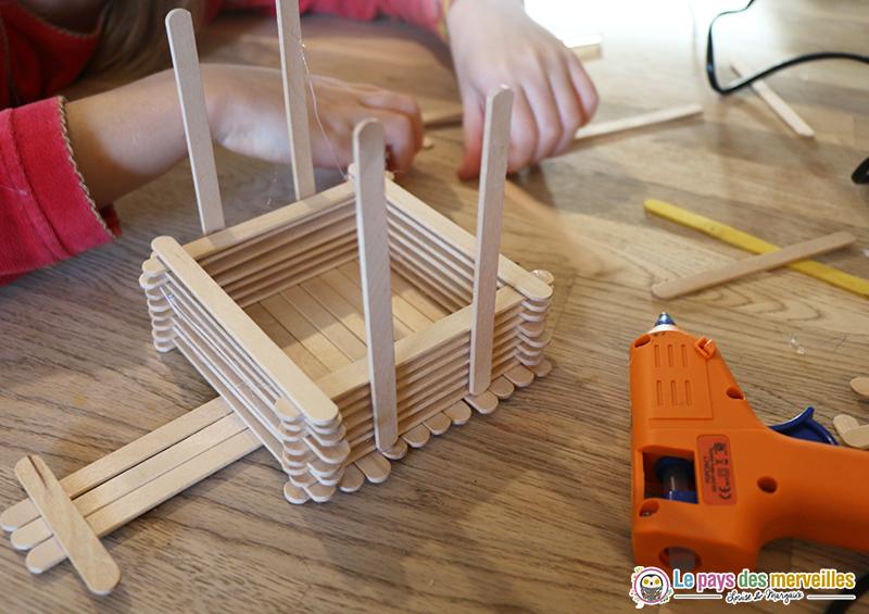 DIY mangeoire avec des bâtonnets en bois