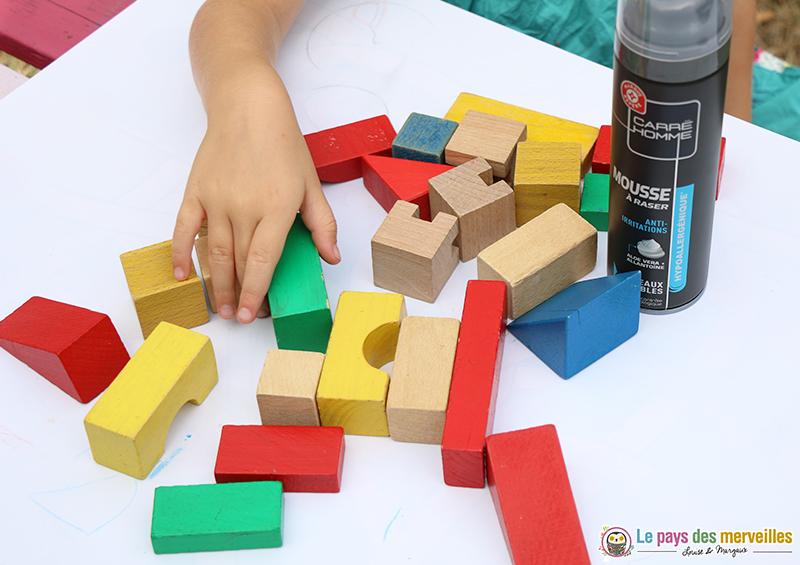 cubes et mousse à raser