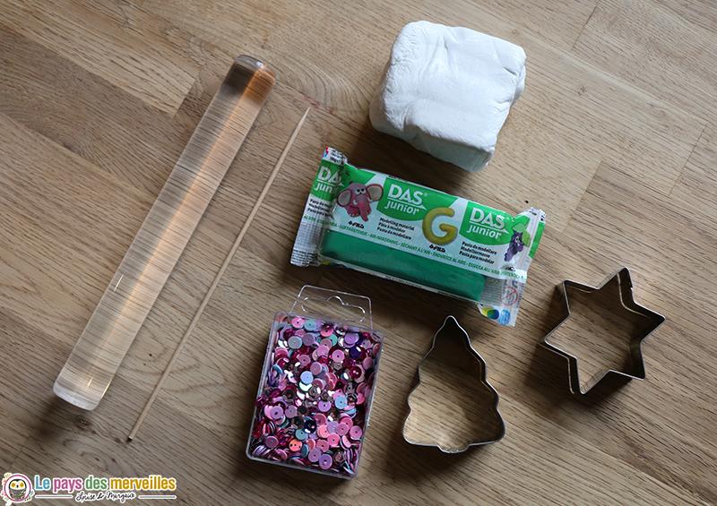 Matériel pour réaliser des décorations de Noël en pâte autodurcissante