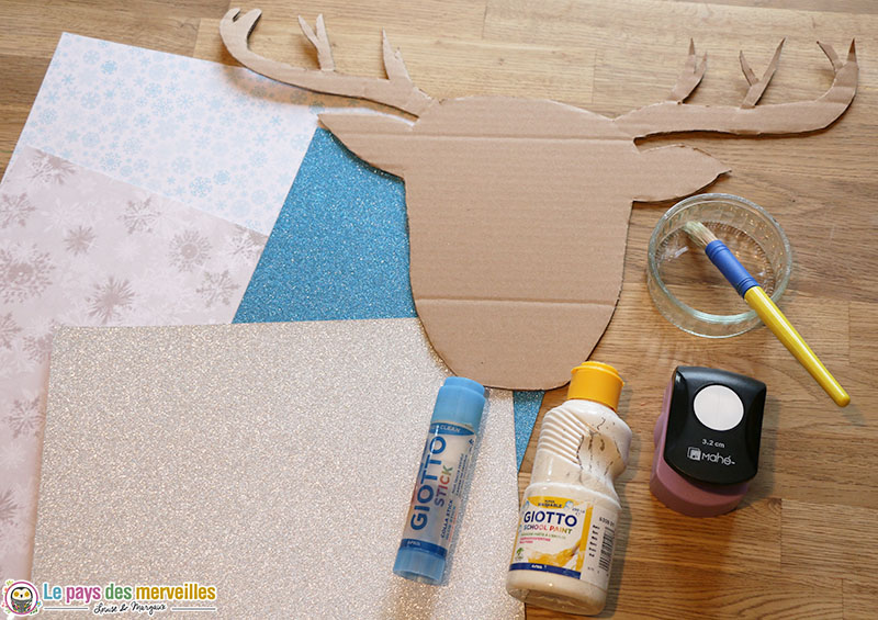 Matériel pour décorer une tête de renne en carton