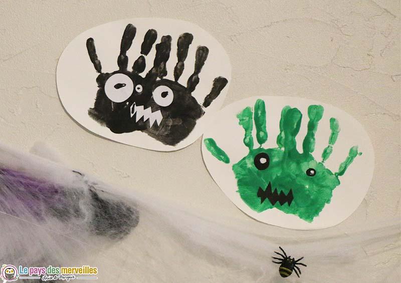 Monstres d'Halloween avec des empreintes de mains en peinture