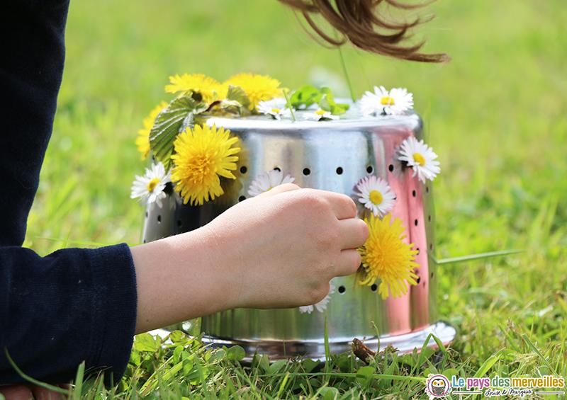 décorer une passoire avec des fleurs