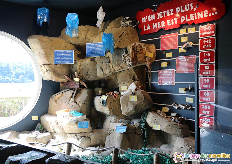 Exposition ludique sur la pollution de la mer à l'aquashow d'Audierne