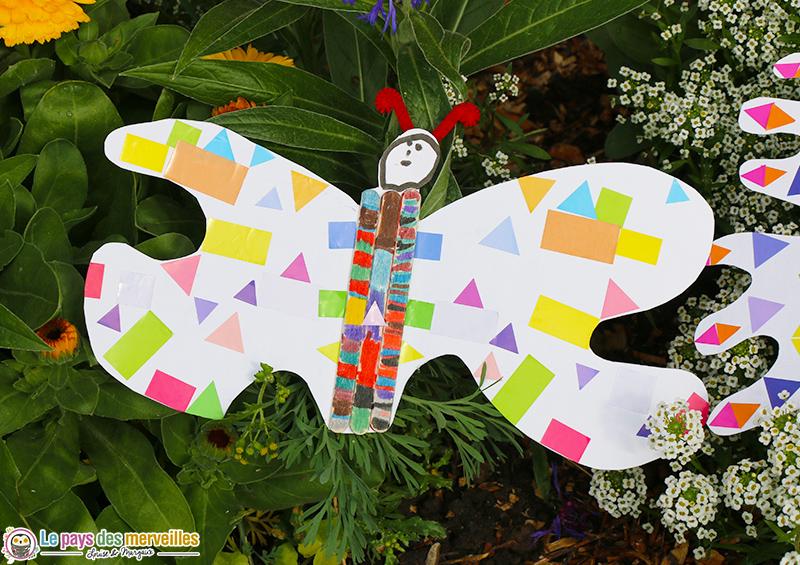 papillon en gommettes enfant de maternelle