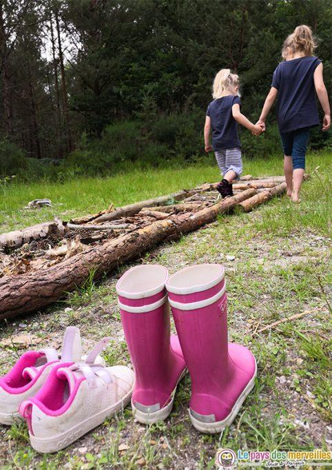 Activité en forêt en famille
