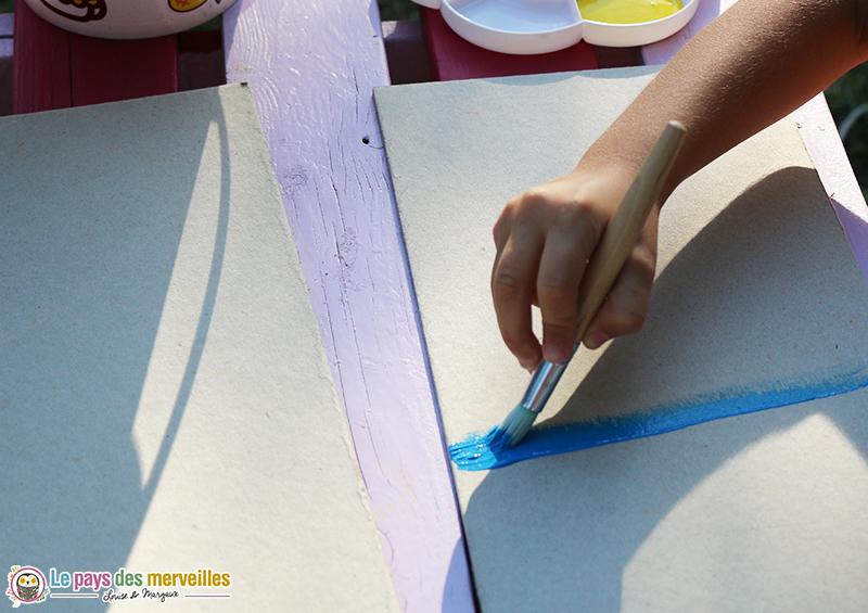 peindre une planche en carton