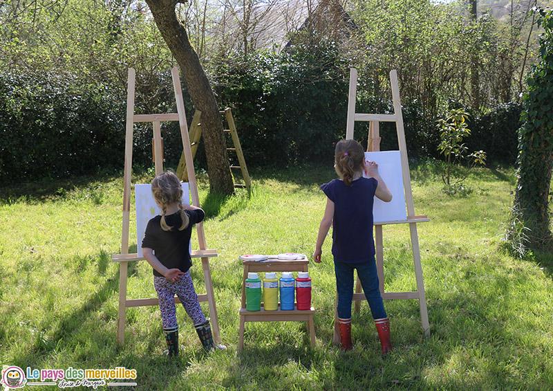 Activité manuelle dans le jardin