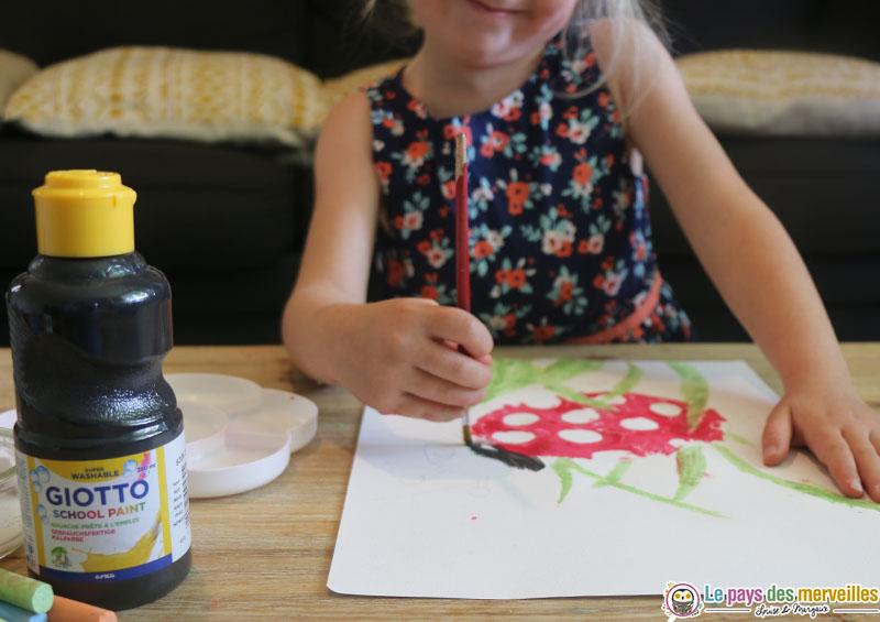 bricolage coccinelle avec craie et peinture
