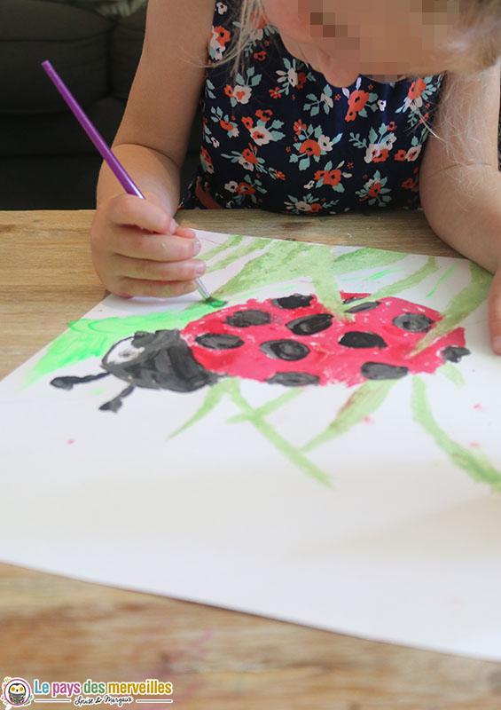 peinture d'une coccinelle en maternelle