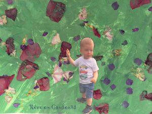 Peinture et collage de pétales de fleurs