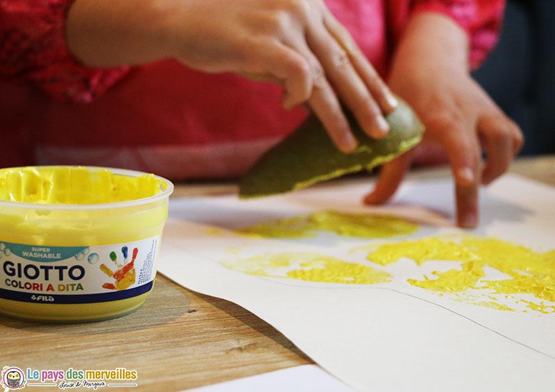 Peindre avec l'empreinte d'une poire