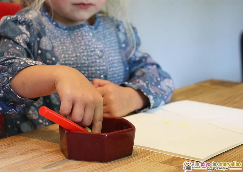 Peindre avec ses empreintes de doigts