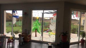 Peinture sur les fenêtres sur le thème de Noël