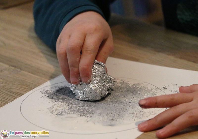 Peinture tampon avec du papier aluminium
