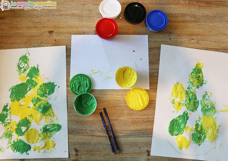 Activité manuelle d'automne avec une poire et de la peinture à doigts