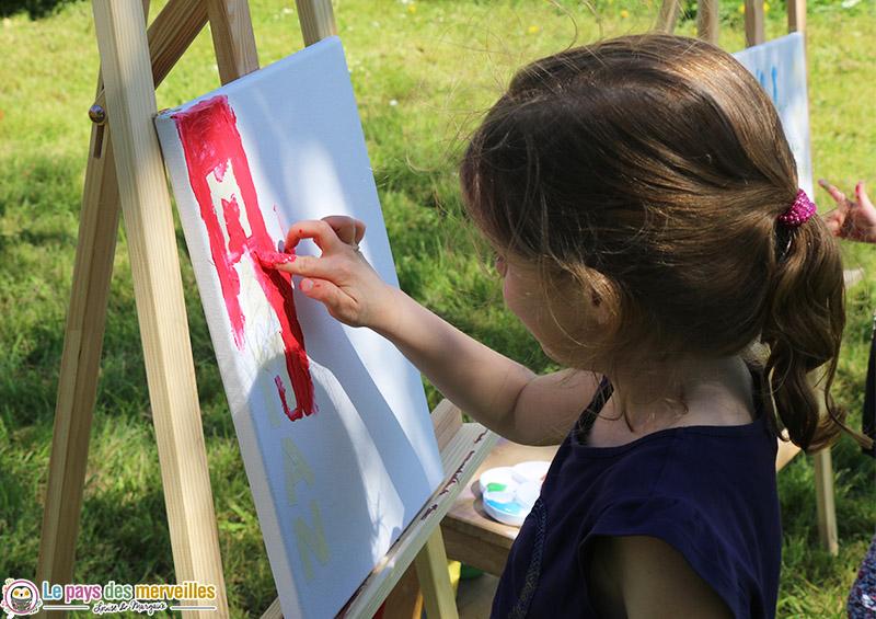 Peinture aux doigts rouge