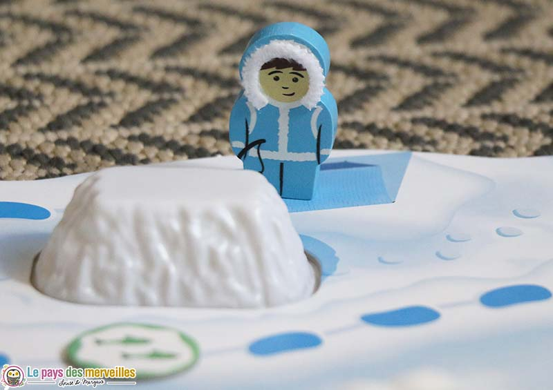 Pion en bois esquimau et iceberg