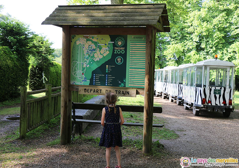 Départ du petit train Thoiry Zoo