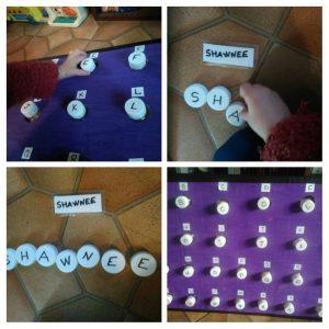 Planche à bouchons alphabet