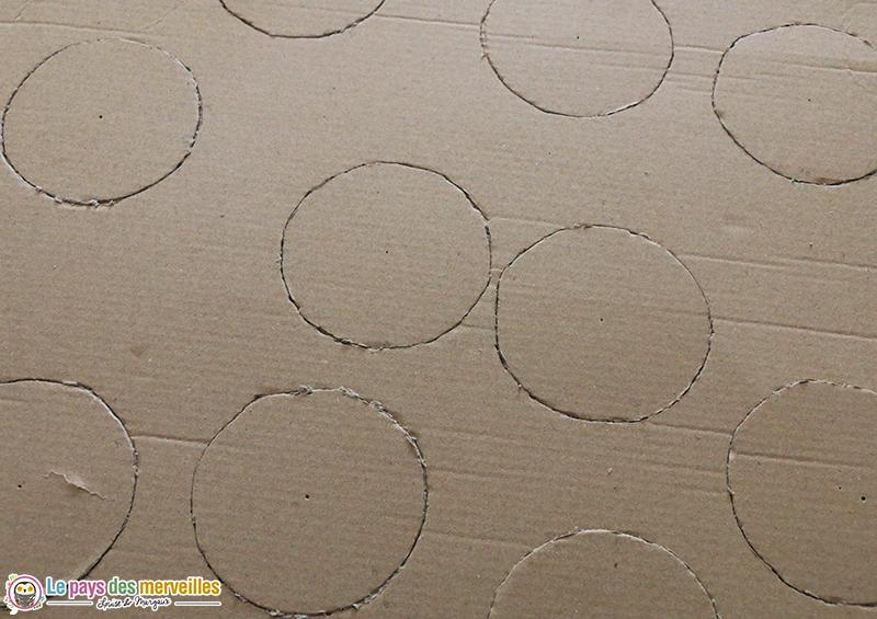 cercles découpés dans du carton