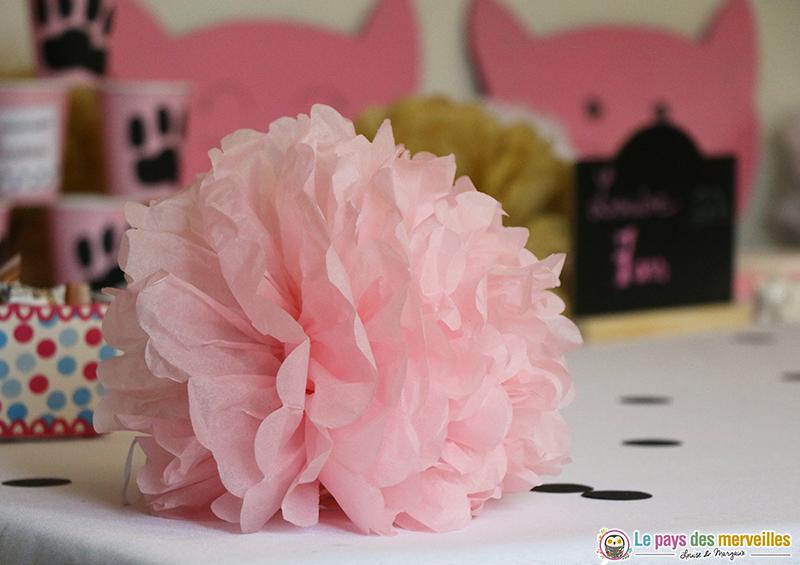 Pompon rose en papier de soie