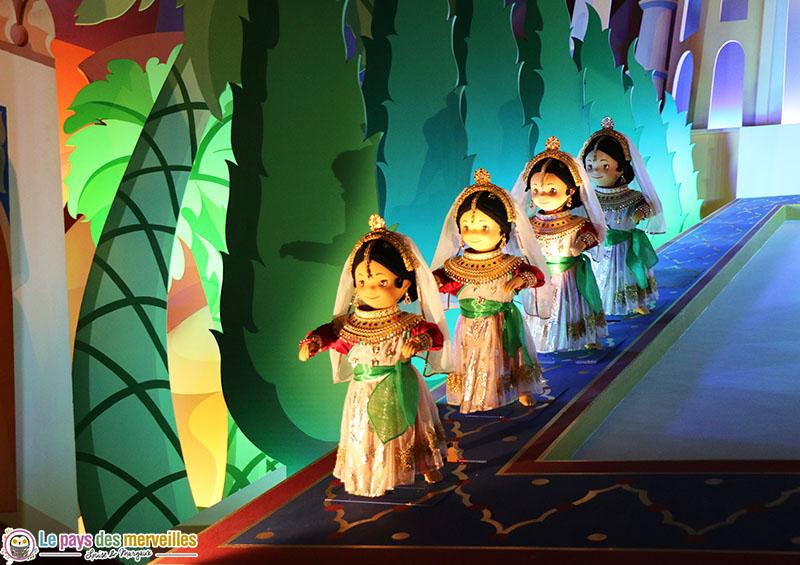 poupées du monde à Disneyland