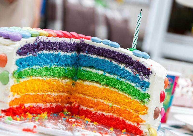 rainbow cake : gateau anniversaire arc-en-ciel