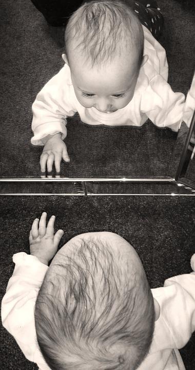 étape du miroir chez le bébé