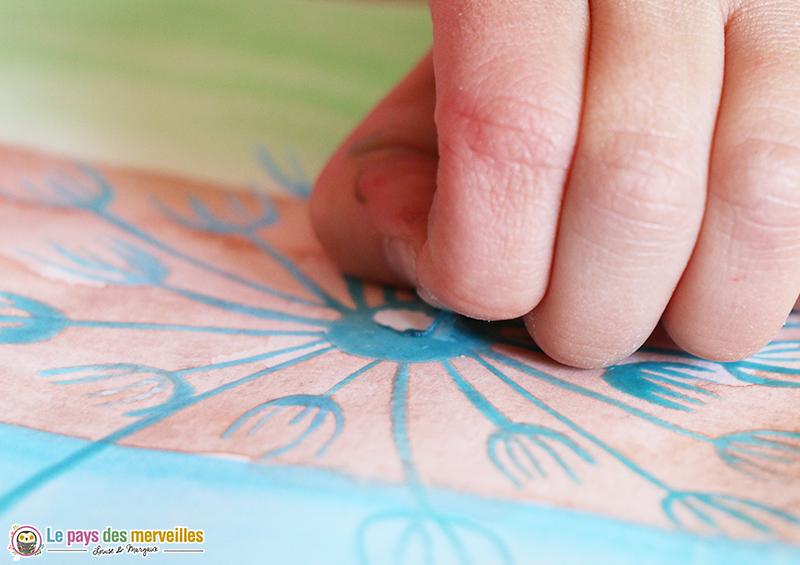 Decoller le drawing gum avec les doigts