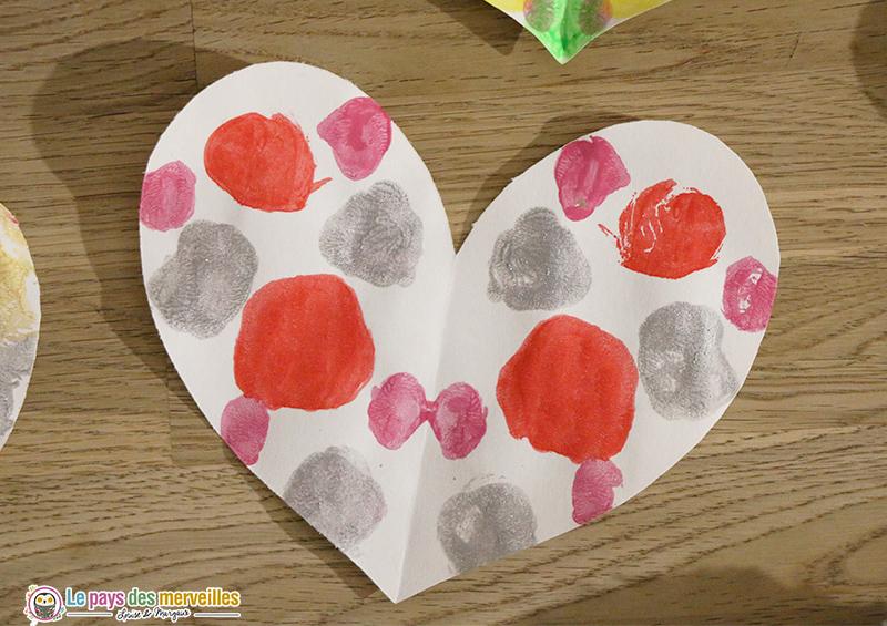Coeur avec peinture symétrique