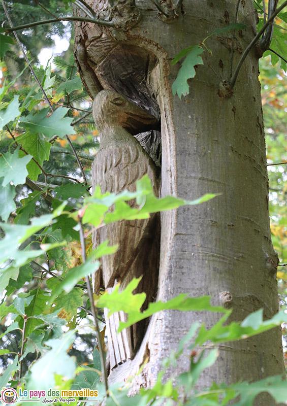 Sculpture dans un tronc d'arbre