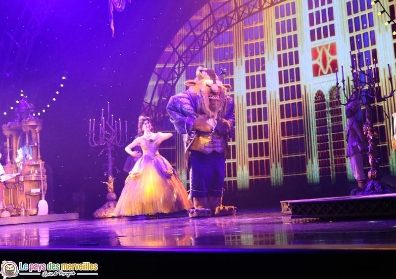 La Belle et la Bête dans le spectacle Mickey magicien