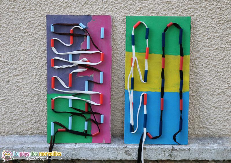 tableau de laçage avec des pailles et des lacets