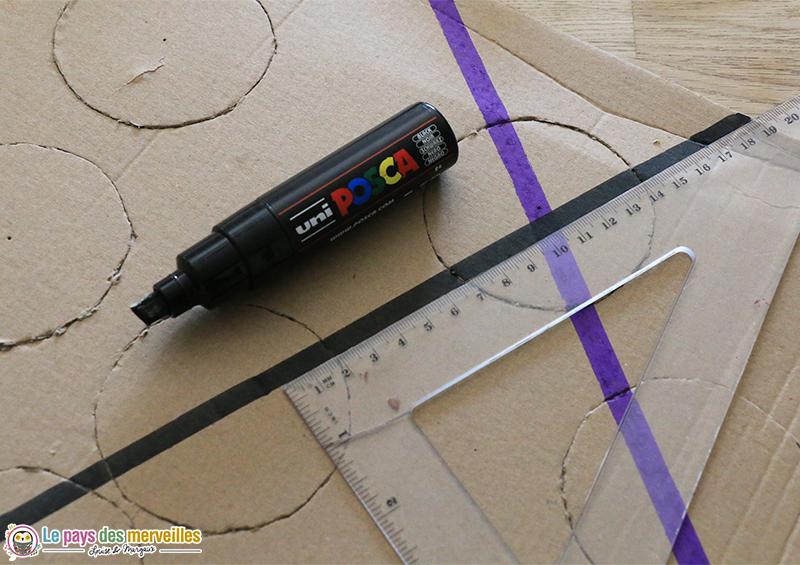 tracer des lignes au posca sur du carton