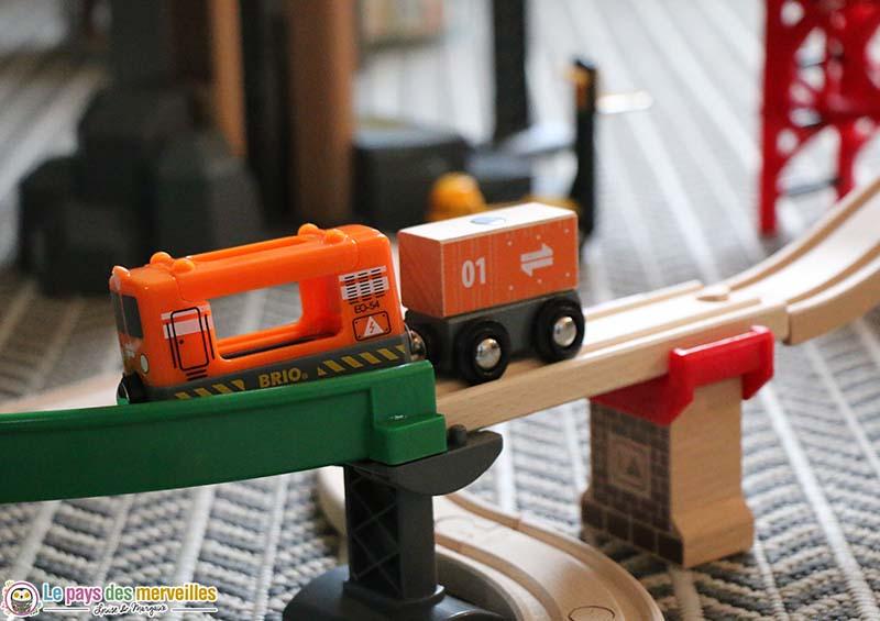véhicule et wagon de transport Brio
