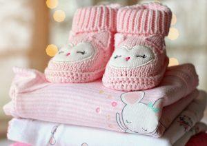 box de vêtements pour un cadeau de naissance